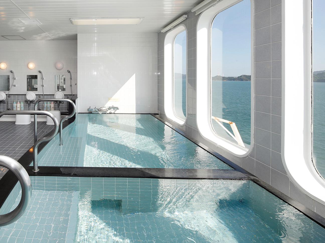 大海原を眺めながらの入浴が可能!